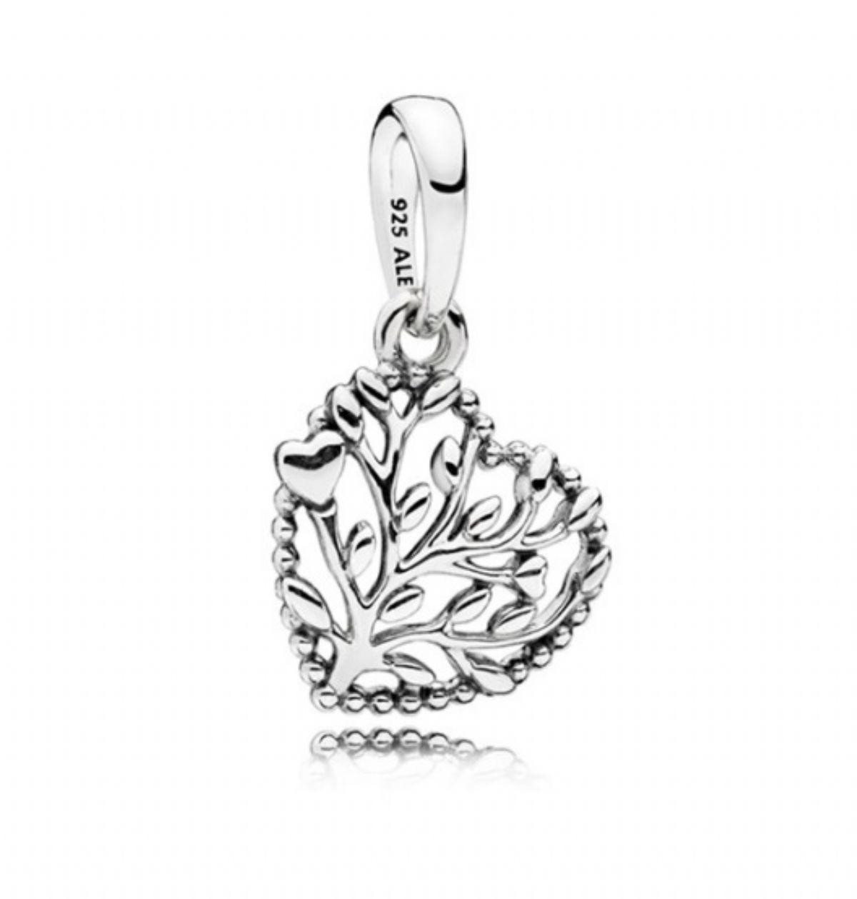 ... Stříbrný přívěsek Pandora - Kvetoucí srdce 1 2 ... cbc073a85b5